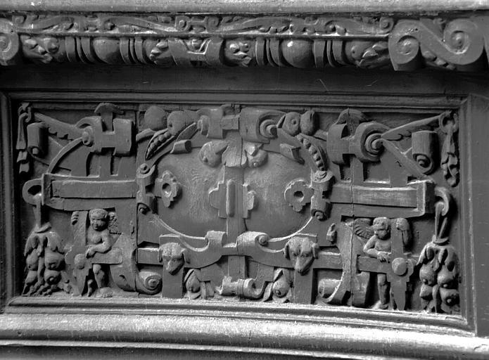 Premier étage : détail du premier panneau
