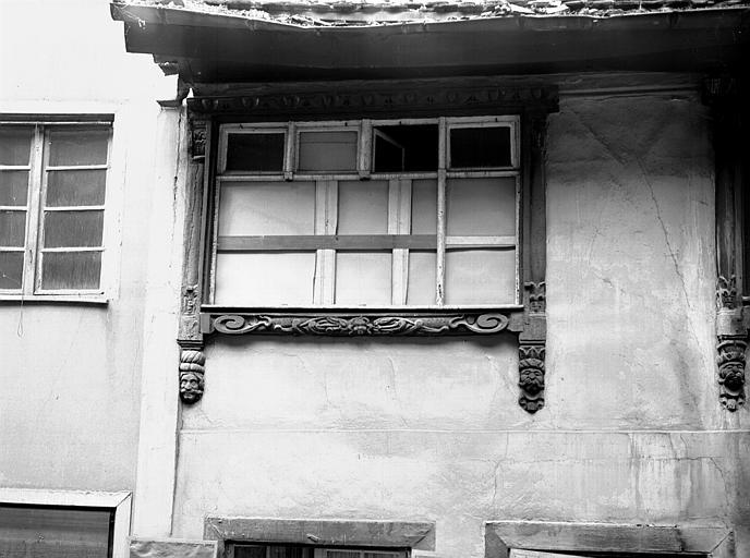 Deuxième étage : fenêtres, poutrage