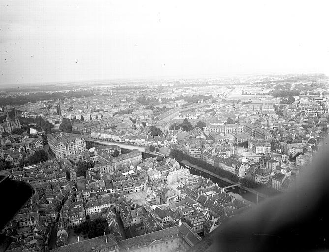 Vue de la ville prise d'une tour de la cathédrale