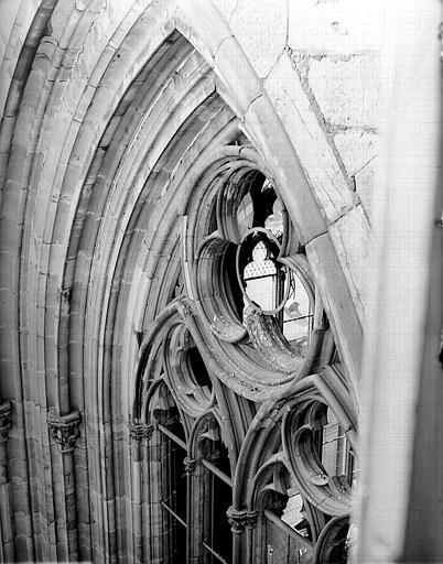 Tour, détail d'une fenêtre : meneaux