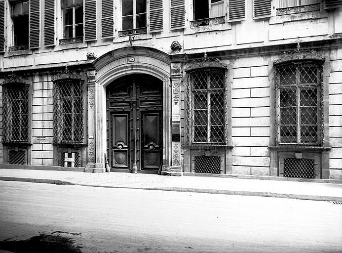 Ensemble de la façade du rez-de-chaussée