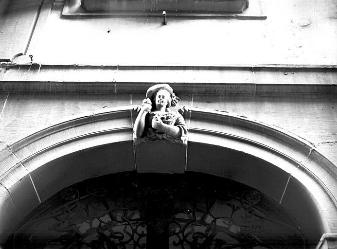 Mascaron : buste de femme