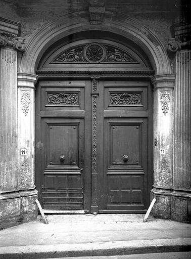 Portail : boiseries de la porte