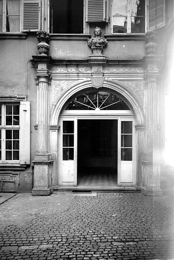 Cour intérieure : ensemble du portail