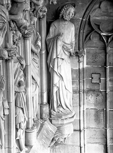 Façade ouest : détail de la Galerie des Apôtres
