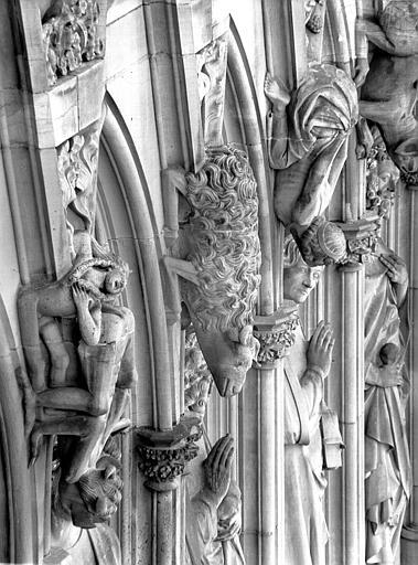Façade : détail de la Galerie des Apôtres