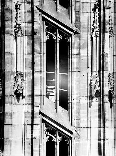 Tour nord, escalier : détail d'une fenêtre