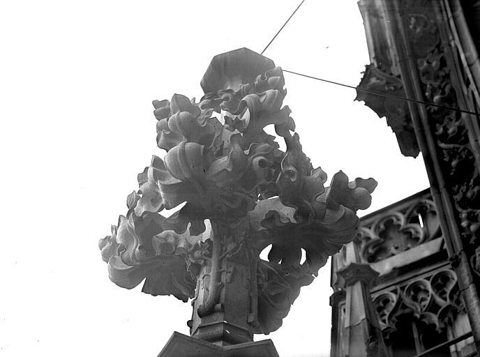 Tour nord, première plateforme : motif floral