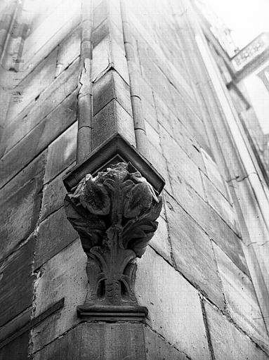 Tour, côté nord : support de chapiteau