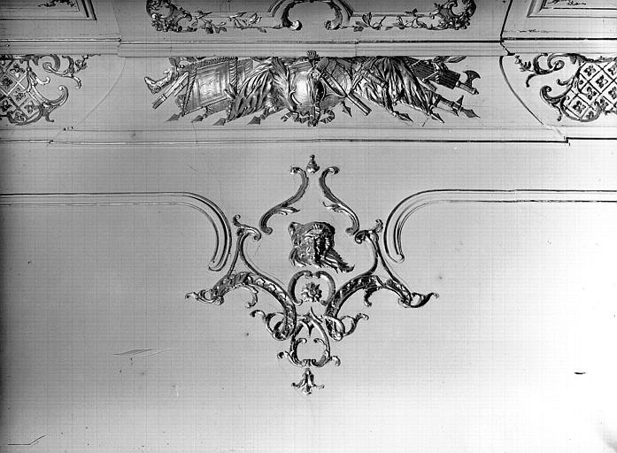Salle du Conseil : motif de corniche