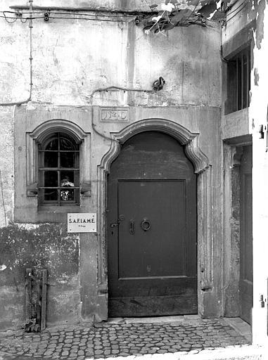 Porte de la cour intérieure