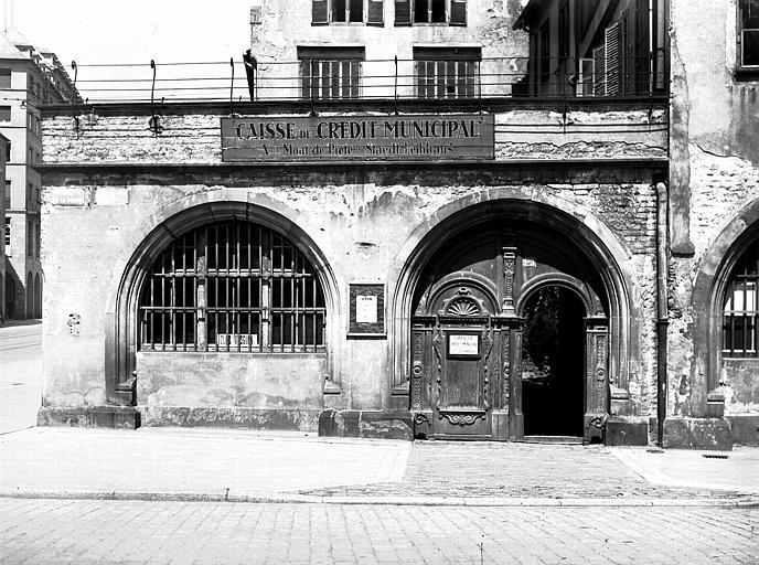Façade, rez-de-chaussée et portail