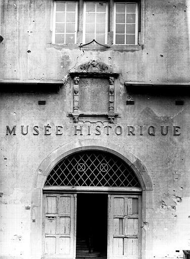 Porte d'entrée de la façade ouest
