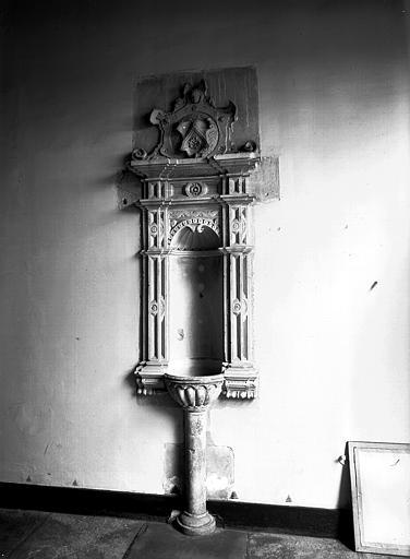 Fontaine Renaissance en grès