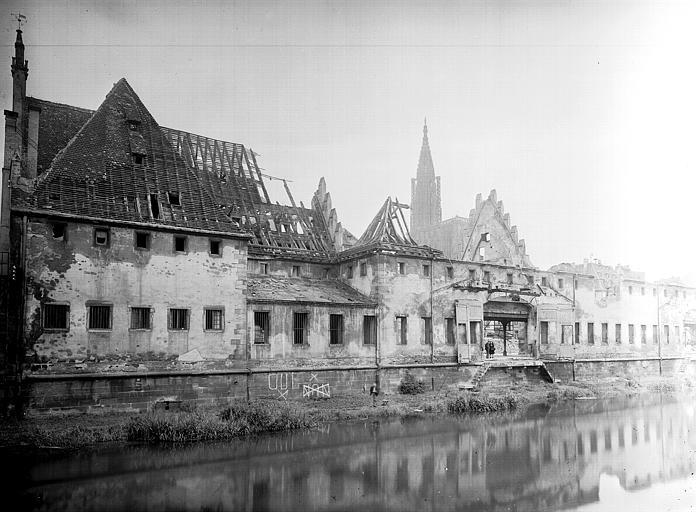 Vue d'ensemble, après le bombardement du 11 août 1944