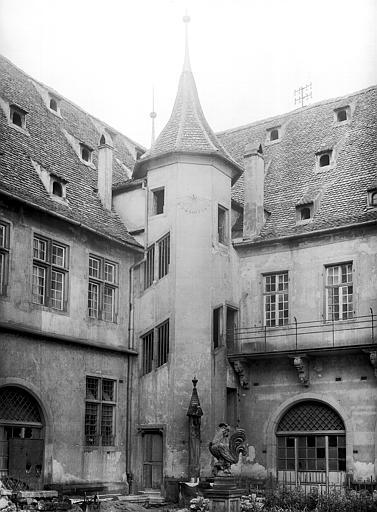 Tourelle et balcon, cour intérieure, côté nord-ouest