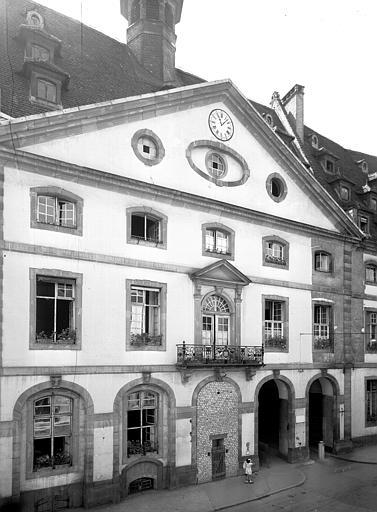 Cour intérieure, détail d'un bâtiment