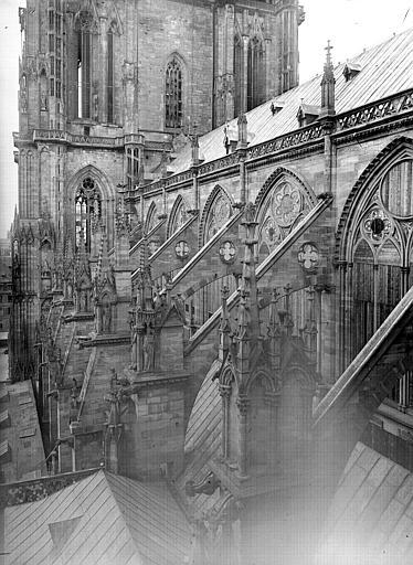 Croisillon sur l'abside