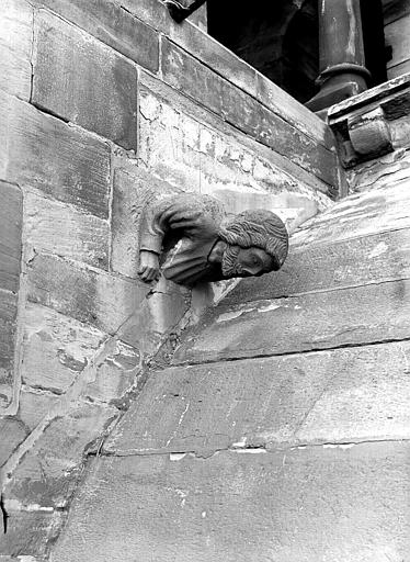 Elévation extérieure, corbeau : tête sculptée