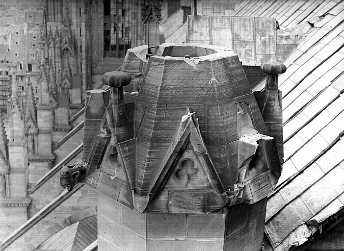 Tête de tour gallo-romaine endommagée