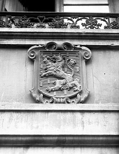 Armoiries sur façade