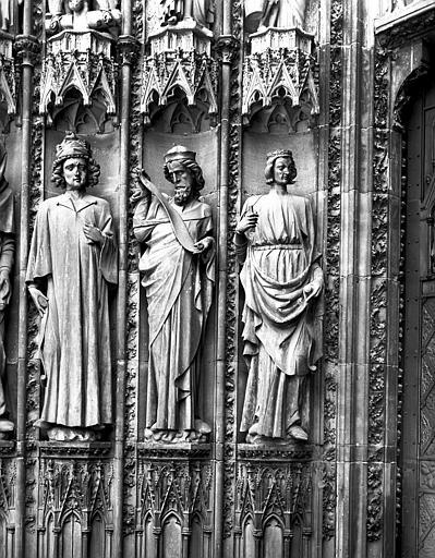 Portail central : trois statues