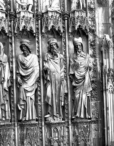 Portail ouest : statues