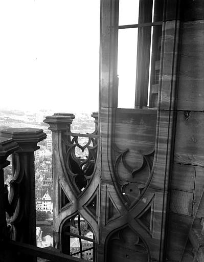 Détail de l'escalier de la tour nord