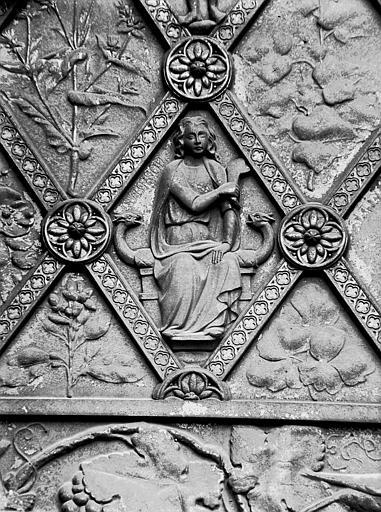 Porte de bronze du portail central : figure de Samson