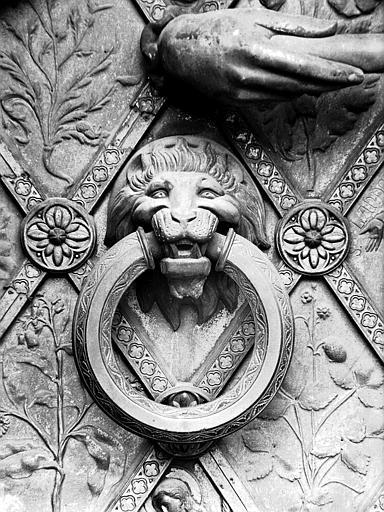 Poignée de porte : tête de lion