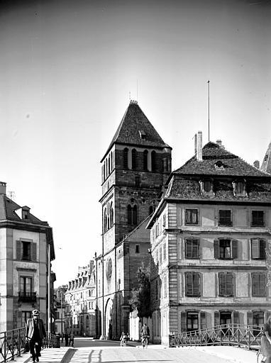 Vue du pont, façade ouest et clocher-porche
