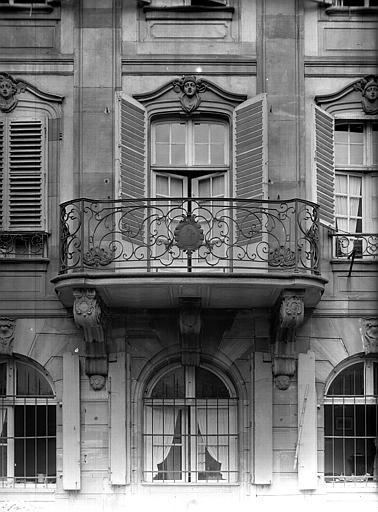 Détail du balcon en fer forgé