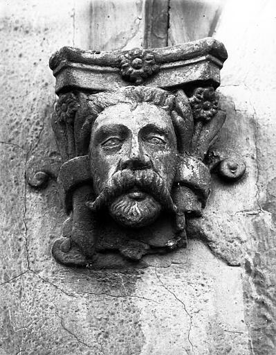 Détail de l'oriel : tête d'homme, cul-de-lampe