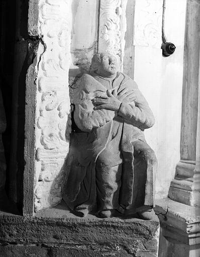 Carré du transept : personnage B bras croisés