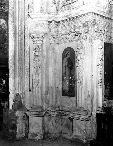 Transept, décoration intérieure en stuc : personnage