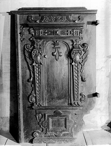 Chaire : porte sculptée