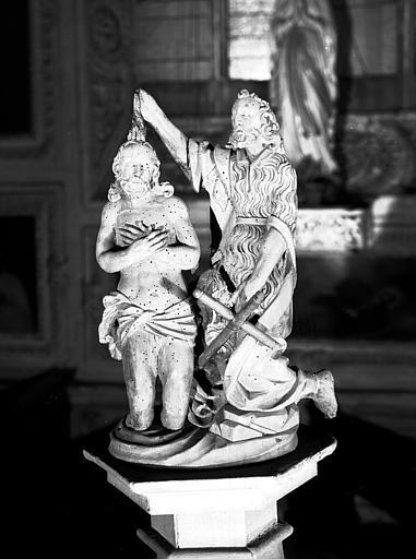 Détail du baptistère : saint Jean-Baptiste baptisant le Christ