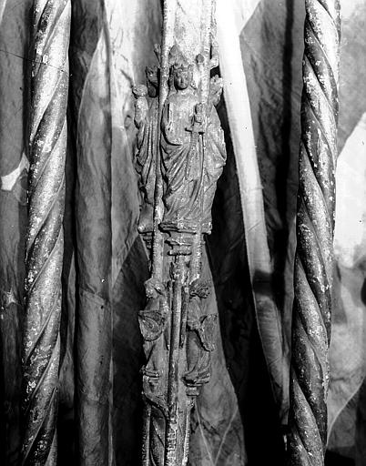 Porte-cierge en bois sculpté
