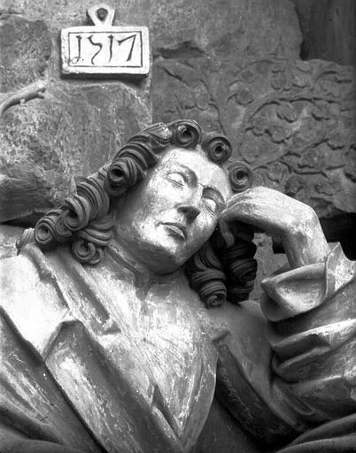Bas-relief du Mont des Oliviers : figure d'apôtre
