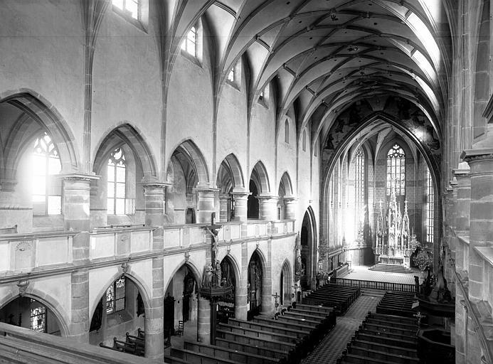 Vue intérieure de la nef, prise de la tribune des orgues