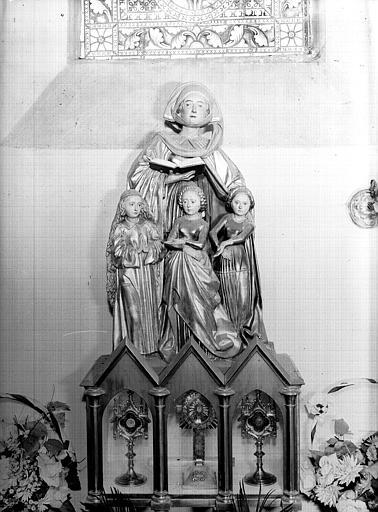 Statues sur l'autel : sainte Sophie et ses filles