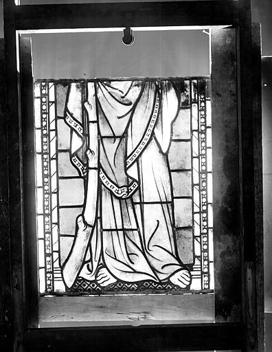 Vitrail, série VII, caisse 9 : pieds d'apôtre