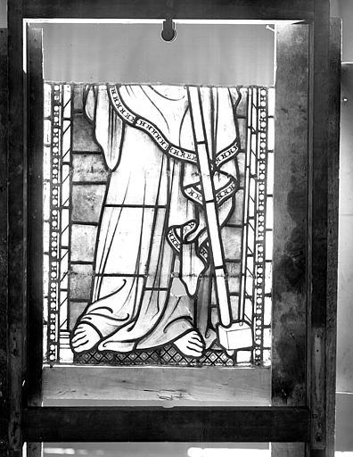 Vitrail, séries I et II : pieds d'apôtre