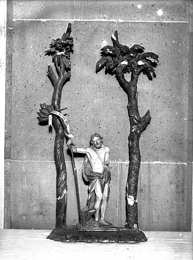 Statue en bois polychrome : saint Jean-Baptiste