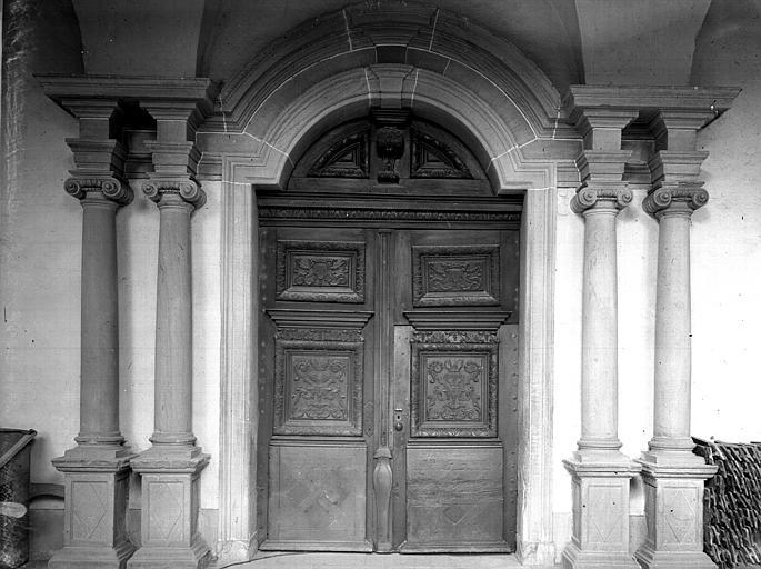 Portail ouest extérieur et colonnes