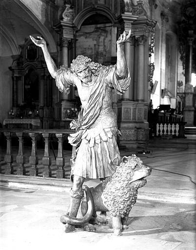 Statue de Samson, face