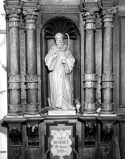 Stalle du choeur, côté nord : saint Benoît