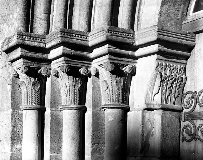 Chapiteaux de l'ébrasement droit du portail ouest