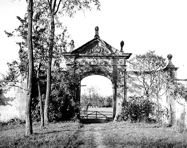Porte monumentale d'entrée