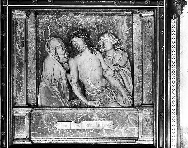 Bas-relief : scène du Chemin de Croix